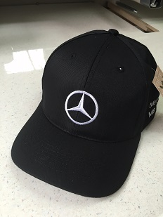 Firmowa czapka z daszkiem z zahftowanym logo