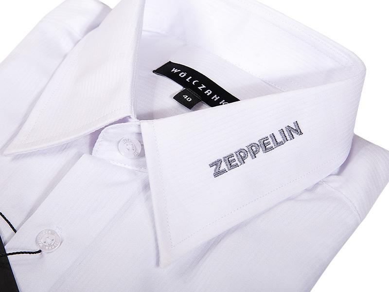 Koszula z haftem logo na kołnierzyku