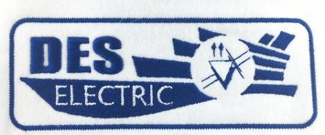 Niebieski haft na białej plakietce