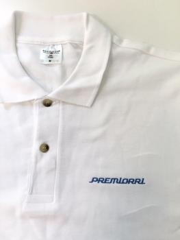 Haft na koszulce polo w kolorze niebieskim