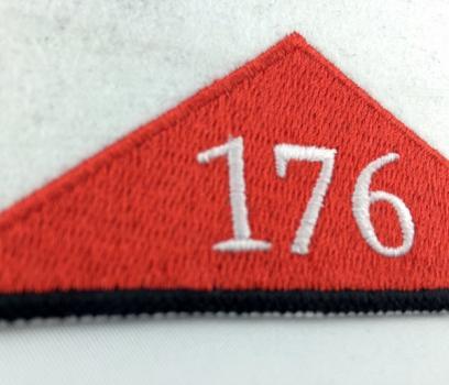 Pagon harcerski biały z czerwonym trójkątem i numerem